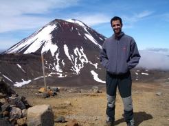 En el borde del Cráter Rojo, con el Monte Ngauruhoe al fondo