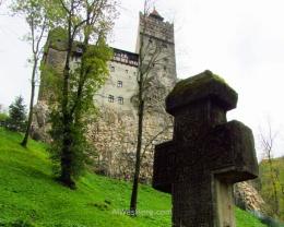 El castillo resulta imponente visto desde abajo