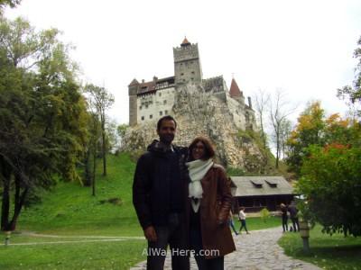 Con el castillo visto desde su base