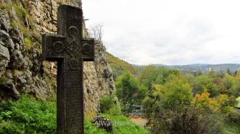 Otra de las cruces situadas en la rampa de acceso