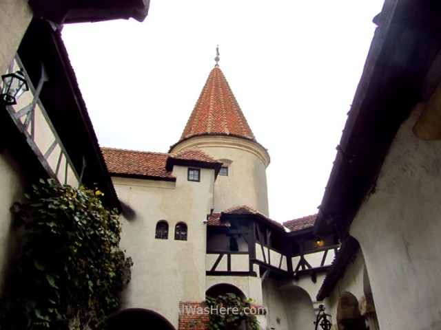 CASTILLO DRACULA 7 patio interior inner yard Bran Castle Transilvania Rumania Transylvania Romania (3)