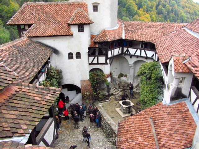 CASTILLO DRACULA 7 patio interior inner yard Bran Castle Transilvania Rumania Transylvania Romania (4)