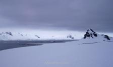 Isla Media Luna, Islas Shetland del Sur, Antártida