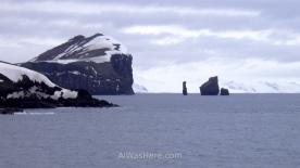 Esas rocas erosionadas son los Fuelles de Neptuno, y marcan la entrada...