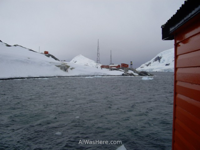 Antartida Puerto o Bahia Paraiso, Antarctica Paradise Bay, Base Presidente Gabriel Gonzalez Videla
